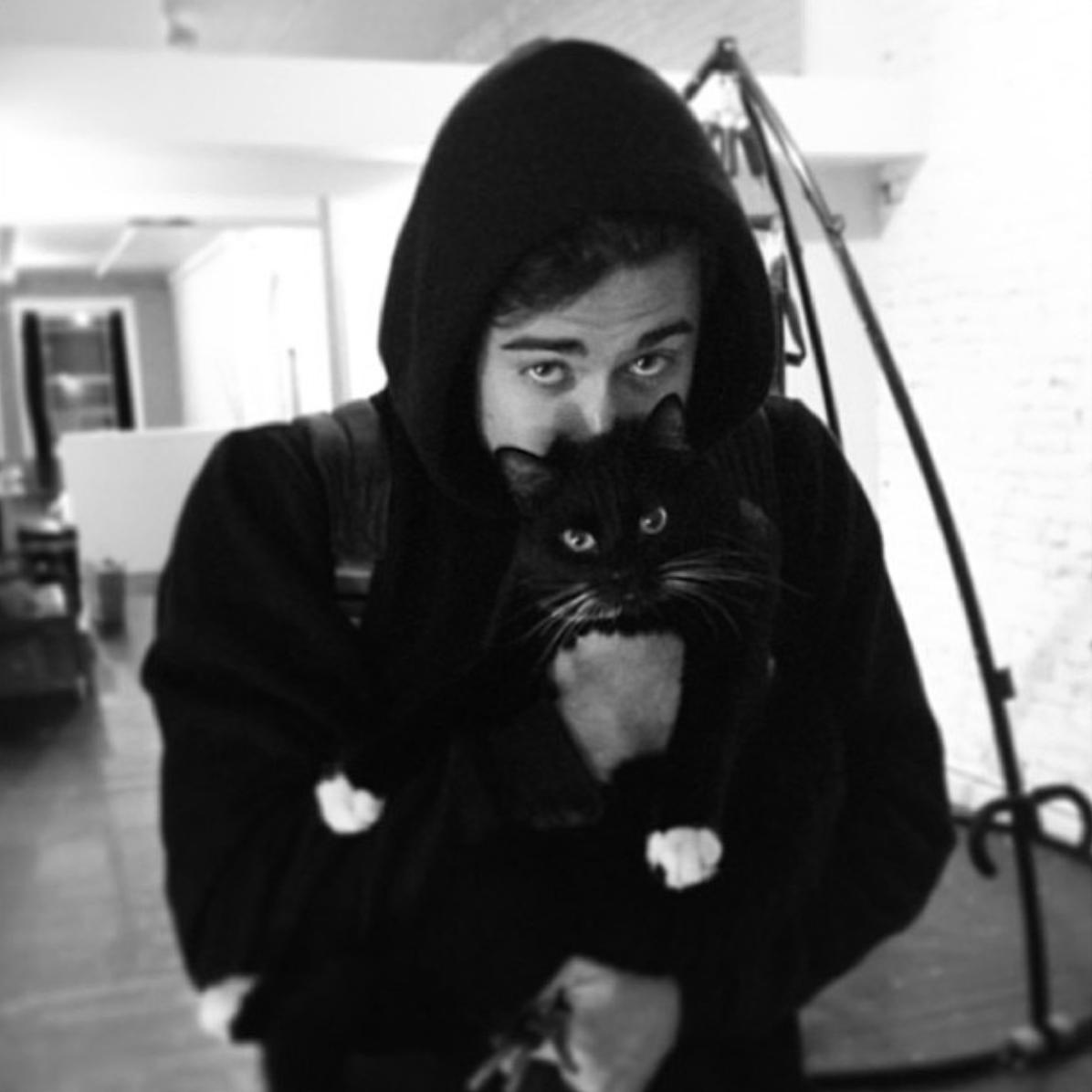 CuteBoys_WithCats, de beaux jeunes hommes et des chatons