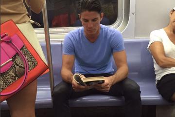 HotDudesReading, un homme qui lit, c'est sexy