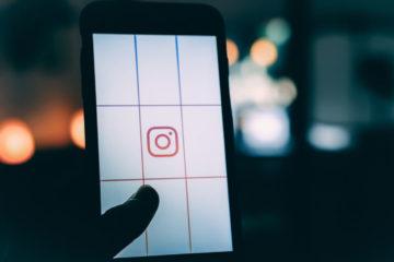 Un portable avec l'application Instagram ouverte